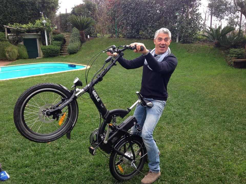 Biagio Izzo Miele Shopping Bici Elettrica