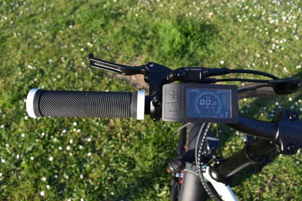 bici elettrica pieghevole display colore