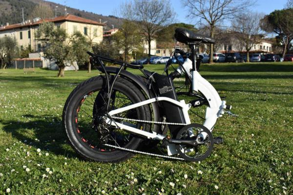 bici elettrica pieghevole piegata