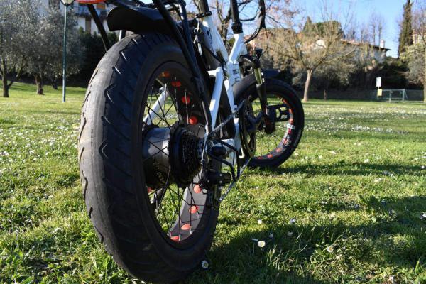 bici elettrica pieghevole posteriore