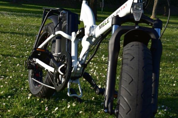bici elettrica pieghevole ruote strada