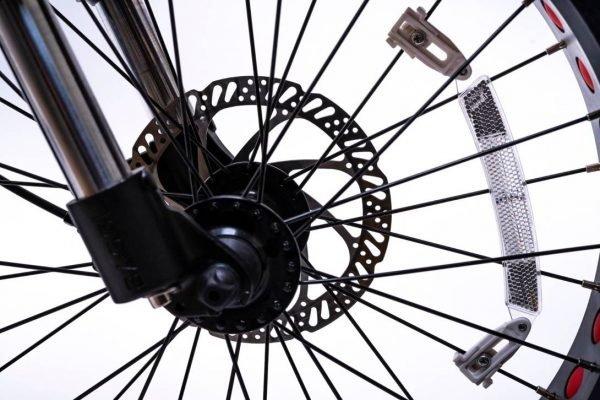 bici elettrica e cross freni a disco anteriore