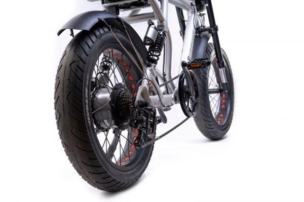 bici elettrica e cross ruota posteriore